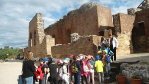 γ τάξη 201617 αρχαιο ωδείο (5)
