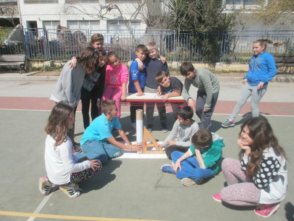 Οι μαθητές της Ε΄2 τάξης με τη δασκάλα τους κ. Τσιτόγλου Μιρέλα βρήκαν την Περιφέρεια της Γης 41.517km