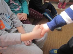 Όποιον ακουμπάμε του μεταδίδουμε το μικρόβιο του χεριού μας...