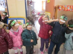 Α! Φορέσαμε και μαρτάκια στα χέρια για να μην μας κάψει ο ήλιος! Σας το δείξαμε;;