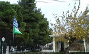 Το σχολείο μας, με την Ελληνική και Πράσινη Σημαία.... να κυματίζει στην αυλή.