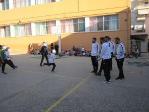 Ποδασφαιριστές του Παναιγιαλείου στο σχολείο μας την ημέρα Σχολ.Αθλητισμού
