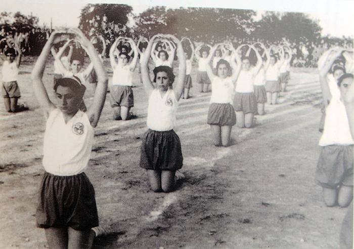 Αποτέλεσμα εικόνας για γυμναστικές επιδειξεις φωτο 1970