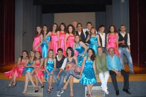 Οι μαθητές και οι καθηγητές που συμμετείχαν στην παράσταση του Footloose