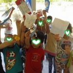 το παιχνίδι κρυμμένου θησαυρού,αναζητώντας υλικά για ανακύκλωση