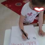 γράφοντας ευχές στο μικρό δωράκι μας