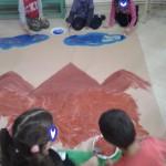 ζωγραφίζοντας το σκηνικό μας για τη γιορτή