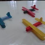 αεροπλανάκια από μανταλάκια και γλωσσοπίεστρα