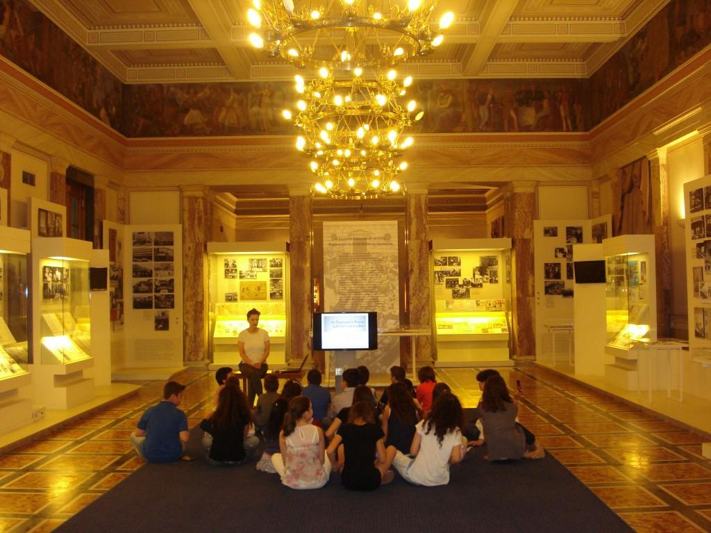 Στην αίθουσα Βενιζέλου στον πρώτο όροφο.