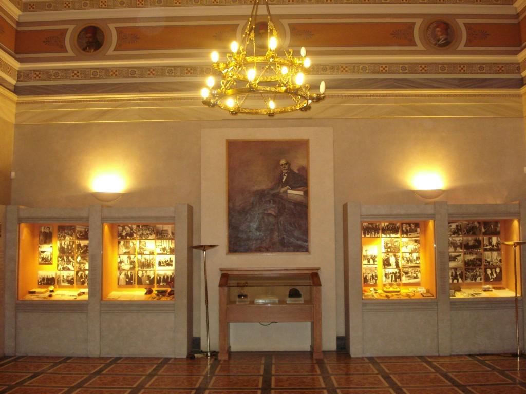 Η αίθουσα των αγωνιστών στον πρώτο όροφο, νυν αίθουσα Ελευθερίου Βενιζέλου.
