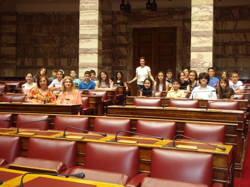 Στην αίθουσα συνεδριάσεων της ολομέλειας (βουλευτήριο).