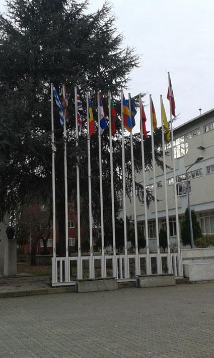 Οι σημαίες των διδασκόμενων γλωσσών και φιλολογιών στο Πανεπιστήμιο της Αδριανούπολης, Τουρκία