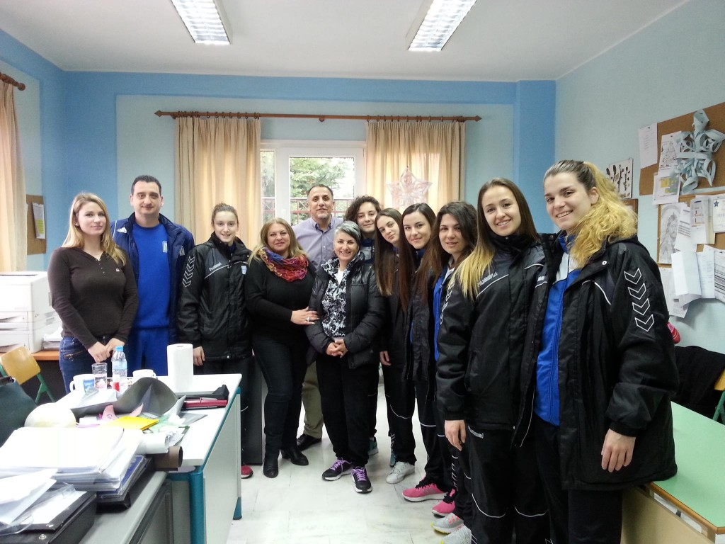 Αναμνηστική φωτογραφία με εκπαιδευτικούς και τη Σχολική Σύμβουλο κα. Στέλλα Κασίδου