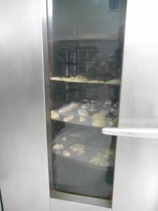 Τα ψωμάκια των παιδιών στον φούρνο.