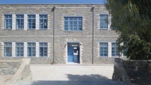Η κεντρική πύλη του σχολείου μας