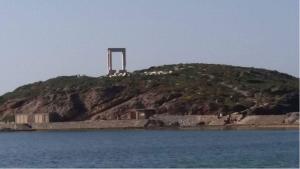 Η Πορτάρα όπως φαίνεται από το λιμάνι