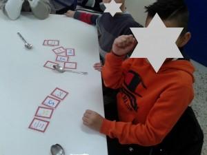 """Ο μαθητής συμπλήρωσε σωστή τετράδα και φώναξε """"Δυνάμεις!"""" τραβώντας το πρώτο κουτάλι!"""