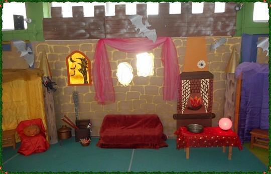 Το εσωτερικό του κάστρου με το ροζ δωμάτιο των μαγισσών...