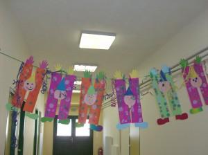 Στολίσαμε με τους κλόουν τον διάδρομο του σχολείου μας.