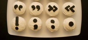 Punctuation-Marks-on-Cupcakes-1803