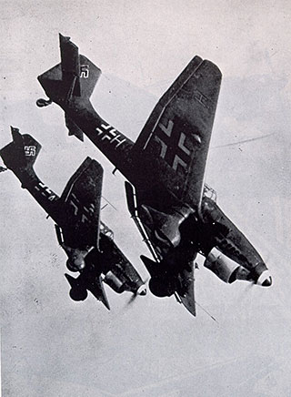Το γερμανικό αεροπλάνο Junkers JU - 87 B, γνωστότερο ως στούκας, )http://www.gerhard-boehme.de/stuka.htm