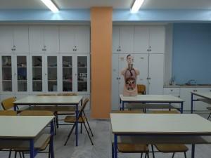 Το πλήρως εξοπλισμένο και σύγχρονο εργαστήριο φυσικών επιστημών.