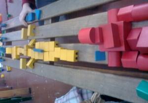 το κόκκινο είναι το παλάτι, τα κίτρινα τα απλά κτίρια, τα γαλάζια ο Νείλος