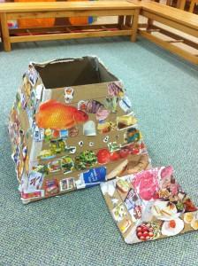 Δεν είναι απλώς μία πυραμίδα διατροφής. Είναι και κουτί - βιβλιοθήκη για να βάζουμε μέσα τα βιβλία της διατροφής! Να μην τα ψάχνουμε..!