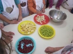 Συγκεντρώνουμε τα φρούτα μας...