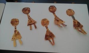 3. Αφού κόψαμε τα τυπωμένα σχήματα τα συναρμολήσαμε και ιδού οι Πλαγγόμες μας, έτοιμες!