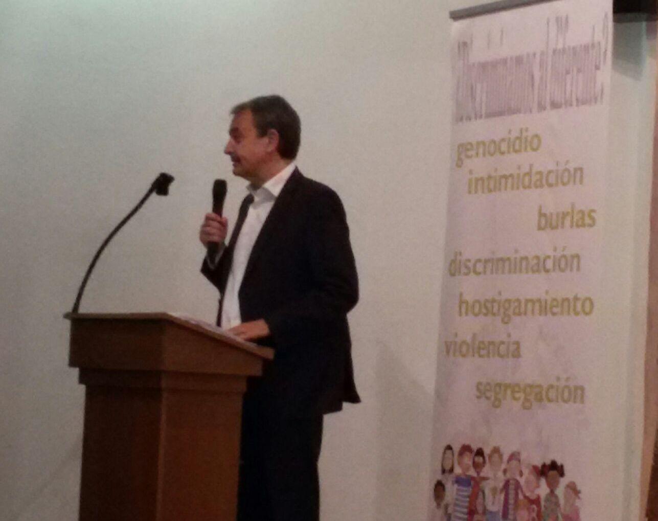 Ο Zapatero μιλά στους μαθητές του σχολείου