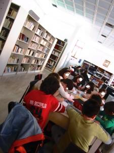 εργαζόμαστε ομαδικά στη Βιβλιοθήκη