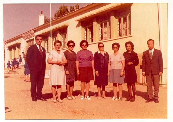 Δάσκαλοι και Νηπιαγωγοί σχολ. έτους 1974-75... Γιαννακόπουλος Ιωάννης, Νγός Βαφειάδου Ιλαρία, Γιαννακοπούλου Δέσποινα,  Γιαβαχτσιά Δέσποινα, Μέρμηγκα Αηδόνα, Νγός Τότα, Πρεπούδη Τριάδα, Καβαρατζής Παναγιώτης (Φωτογραφία από  http://adrianou125.blogspot.gr)