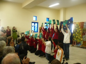 """Οι μαθητές/τριες της ΣΤ' μας εύχονται """"Merry Christmas!""""."""