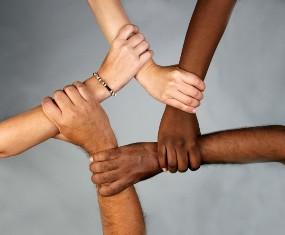 Να πολεμήσουμε το ρατσισμό στις γειτονιές και στις συνειδήσεις μας...