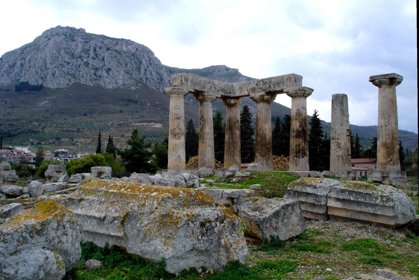 Apollon_Tempel_im_antiken_Korinth