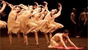 """""""Χορέψτε γιατί χανόμαστε"""" Πίνα Μπάους"""