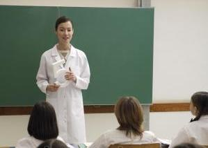 depositphotos_93813486-stock-photo-female-teacher-teaching-a-lesson