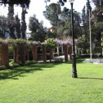 Στον προεδρικό κήπο ο κούρος στέκει αγέρωχος.