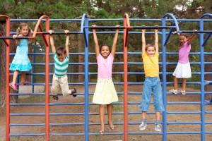 children_bar_climbing