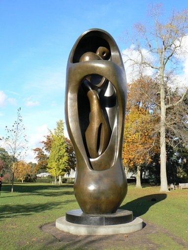 Large Upright Internal/External Form, Henry Moore, 1982