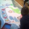 """όμιλος Εικαστικών, οι μαθητές ζωγραφίζουν """"ελευθερία - παιδεία"""" γιορτή της 17ης Νοέμβρη"""