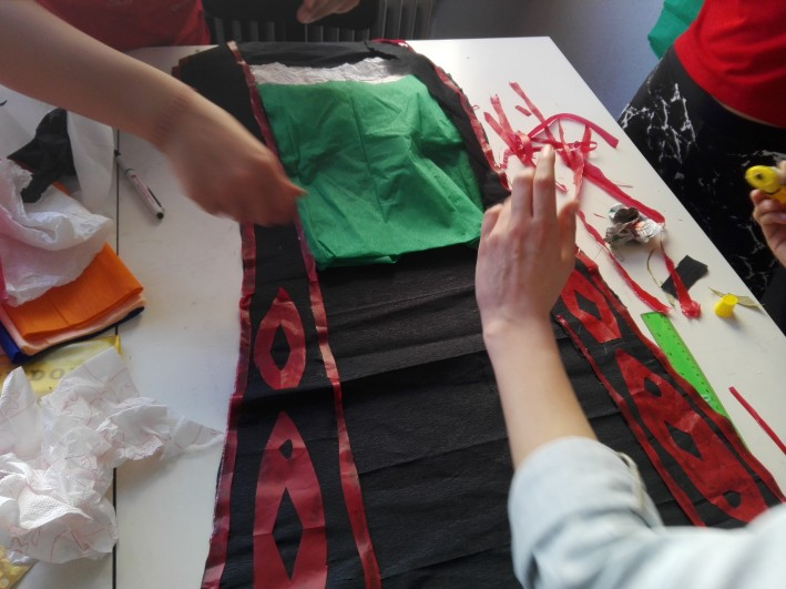 δημιουργώντας διακοσμητικά μοτίβα απο πλαστικό
