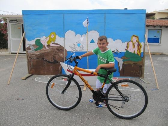 Ο Τηλέμαχος με το καινούριο ποδήλατό του.