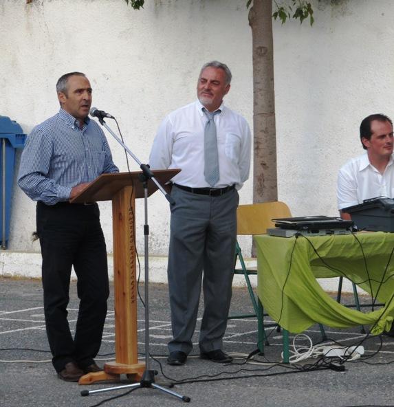 Ο  Περιφερειακός Διευθυντής Κρήτης με τον Διευθυντή του σχολείου μας κ. Τσικαλάκη και τον κ. Κωτσόπουλο.