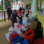 Οι μαθητές της Β και Γ με τους δασκάλους και το Δ.Σ. του Συλλόγου Γονέων και κηδεμόνων επισκέφτηκαν το χωριό SOS στο Πλαγιάρι Θεσσαλονίκης μεταφέροντας μια «απίστευτα μεγάλη ποσότητα», όπως την χαρακτήρισαν οι υπεύθυνοι του χωριού SOS , ρουχισμού, τροφίμων, απορρυπαντικών και χρημάτων , αλλά κυρίως την αγάπη μας για αυτά τα παιδιά που δε στάθηκαν τυχερά να ζουν με τους φυσικούς τους γονείς.