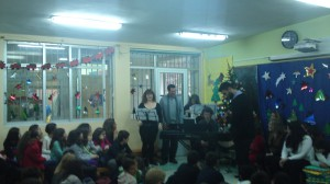 Λυρικοί καλλιτέχνες στη χριστουγεννιάτικη γιορτή του Ειδικού Δημοτικού Σχολείου Θήβας