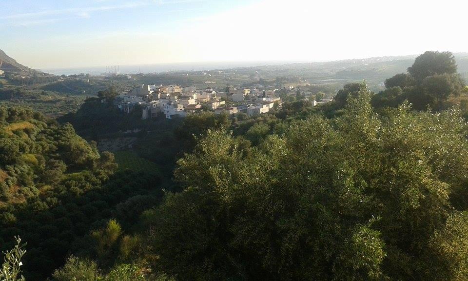 Στη φωτογραφία απεικονίζεται το Καβροχώρι από τη θέα του σπιτιού μου. Τραβήχτηκε σήμερα το πρωί, 4/05/2015