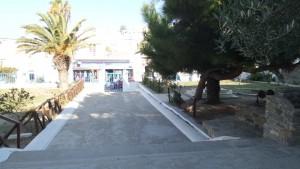 Η είσοδος του σχολείου μας .. και ο κήπος!!