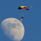 Μήπως να προσεληνιαστούμε στο φεγγάρι από τώρα!!!!